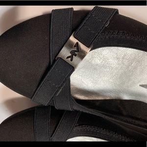 AK Anne Klein NWT Sz 8 M black flats ballet